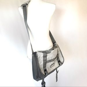 Burton Bags - NWOT Burton Flint gray diamond heather ripstop bag